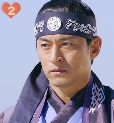 """冷静沈着だが、熱い想いを心に秘める男""""ワン・ユ""""-演じるのは、チュ・ジンモ"""