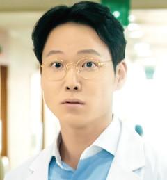 パク・ミンス役-ホ・ジョンド