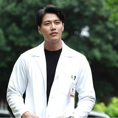 ペイ・ショウイー(裴守一)役-レイ・チャン